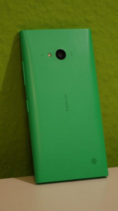 Lumia 735 an der Wand