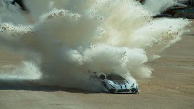 Crashtest mit einem ferngesteuerten Auto bei 160 km/h – In Zeitlupe