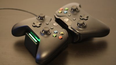 Xbox One: Controller Docking Station von Capcy im Test